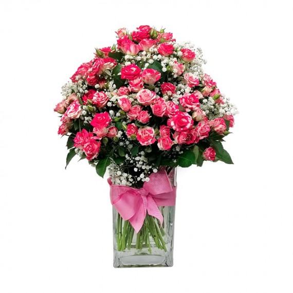 Arranjo de Mini Rosas e Gipsofilas