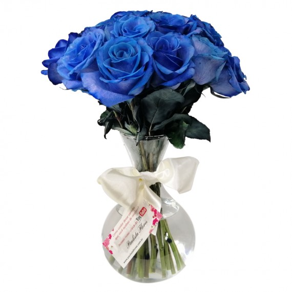 Arrangement with 20 Blue Roses in Round Glass Vase