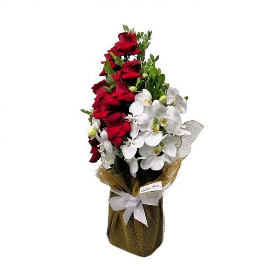 Arranjo com Rosas Colombianas e Orquídeas Phalaenopsis