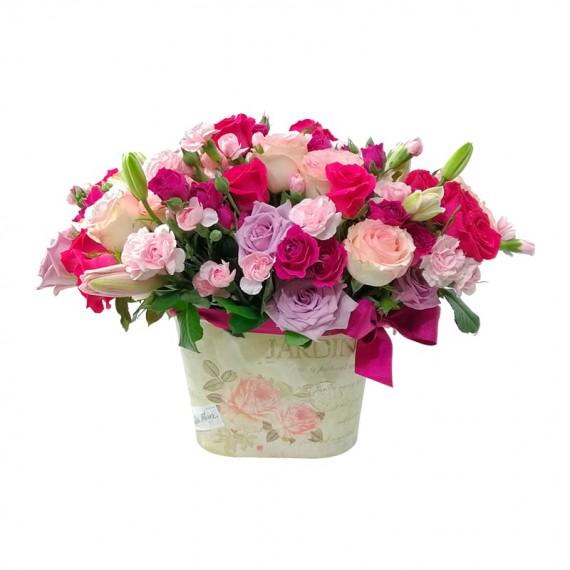 Arranjo com Mini Rosas , Cravina e Rosas Nacionais