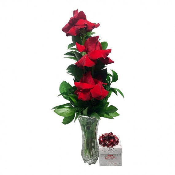 Arrangement with 3 real Colombian Roses with Raffaello