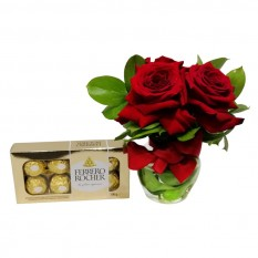 Arrangement with 3 Colombian Roses L'Amour with Chocolate Ferrero with 08 units