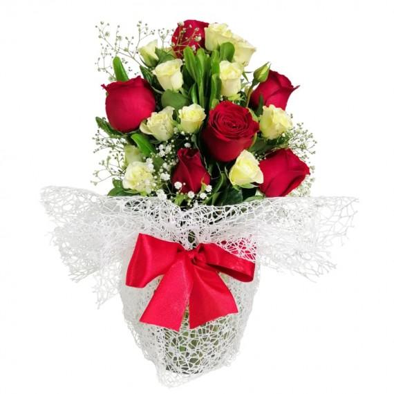 Arrangement of Roses and Mini Roses Beauty