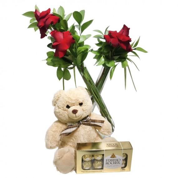 Arranjo com Rosas Colombianas, Urso de Pelúcia e Chocolate Ferrero Rocher