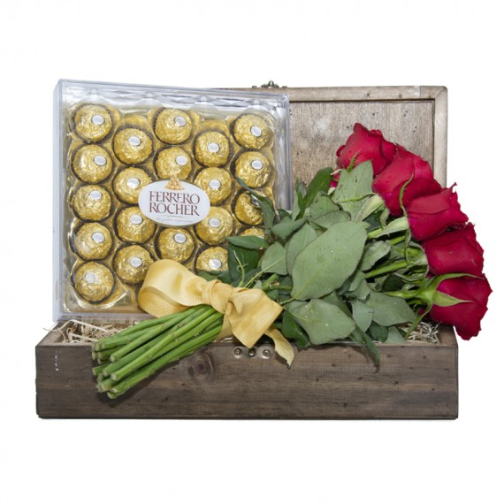 Fascination Chest III - Rustic Bouquet with 12 National Roses and Ferrero Rocher