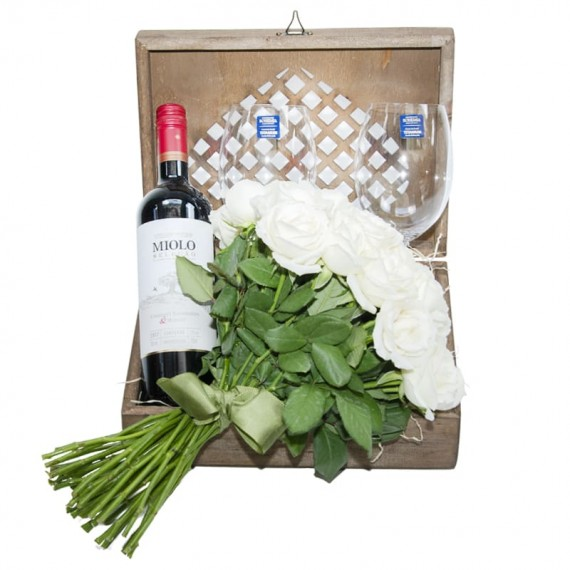 Elegance Chest with Wine Selection, 02 glasses and Bouquet with 24 White Roses