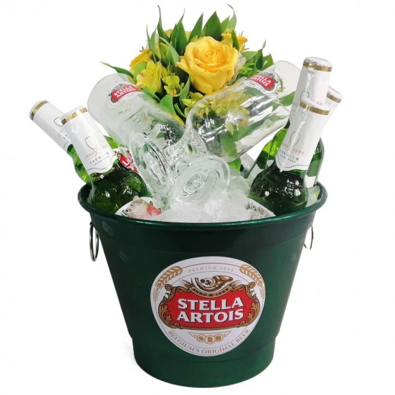 Stella Artois aluminum bucket with Stella Artois beers, 02 cups and arrangement of astromelia and National Roses