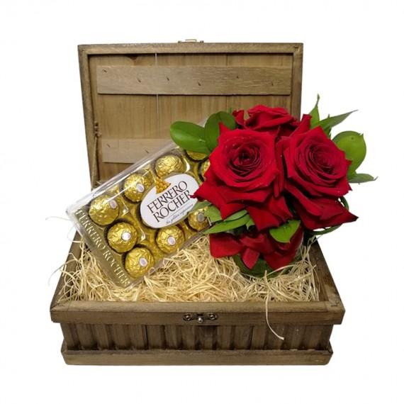 Baú Surpresa Tradicional 3 - Arranjo Rosas Colombianas e Ferrero Rocher