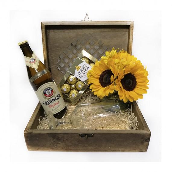 Baú Celebrar Tradicional 3 - Cerveja, Taça, Ferrero Rocher e Arranjo de Girassol