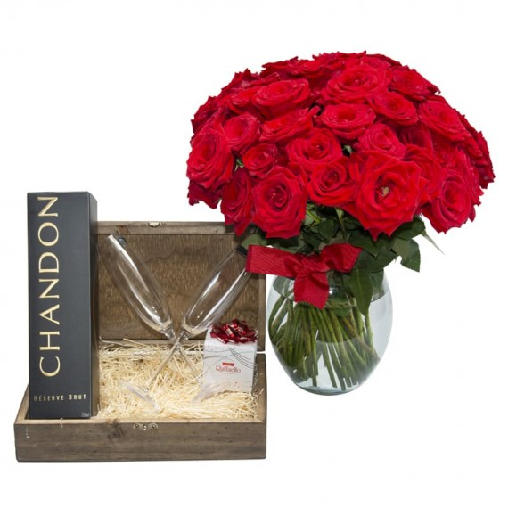 Passion Chest II -  Arrangement with 24 Colombian Roses, Chandon, 2 cups and Rafaello