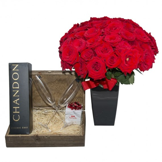 Passion Chest III -  Arrangement with 24 Colombian Roses, Chandon, 2 cups and Rafaello