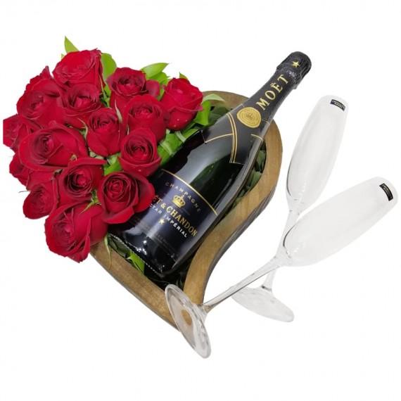 Coração de madeira com Rosas e Champanhe Moët & Chandon Nectar Impérial