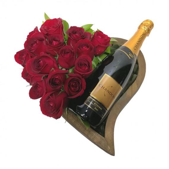 Coração de madeira com Rosas e Champanhe Chandon Réserve Brut