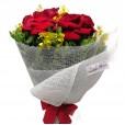 Buquê com 06 Rosas Colombianas e Orquídea Chuva de Ouro
