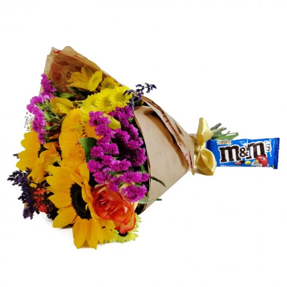 Hug Bouquet with chocolate M&M