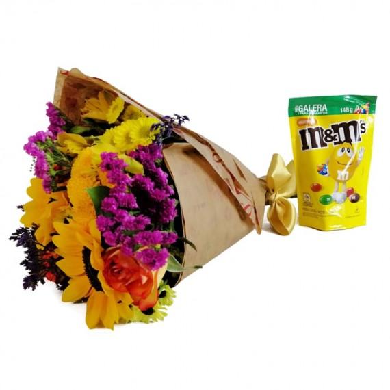 Hug Bouquet with chocolate M&M Peanut
