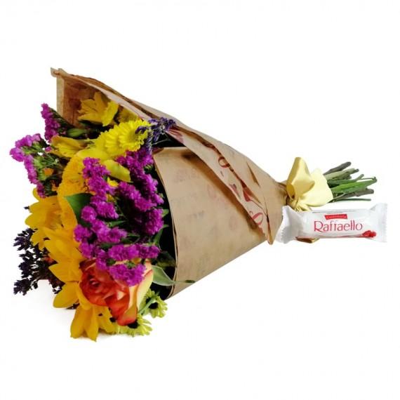 Hug Bouquet with chocolate Raffaello