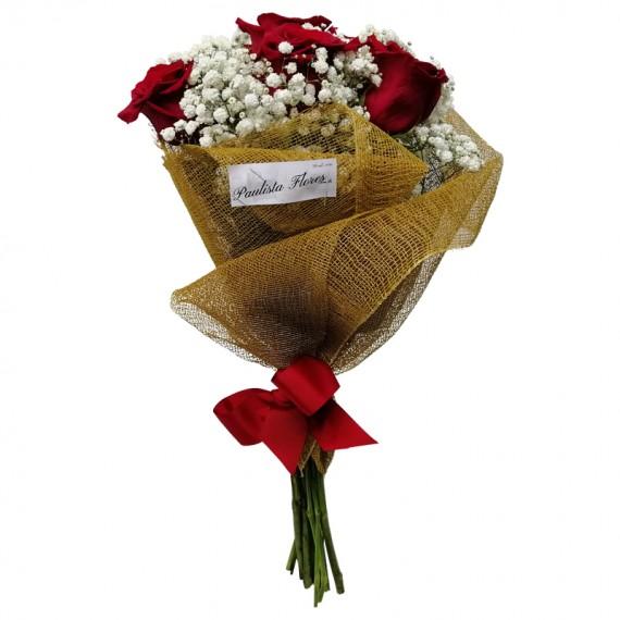 Buquê com 06 Rosas Colombianas e Gipsofilas Carinho