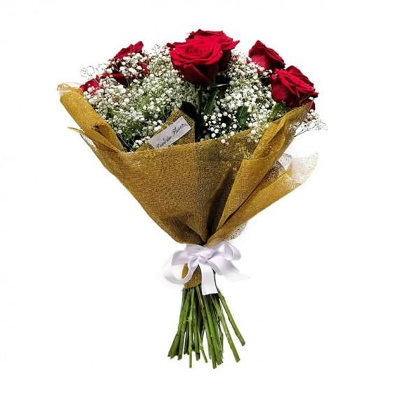 Buquê com 15 Rosas Colombianas e Gipsofilas